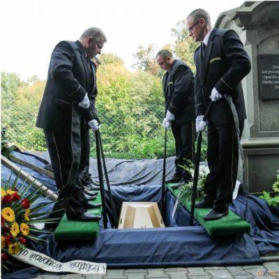 Ceremonia pogrzebowa (49)